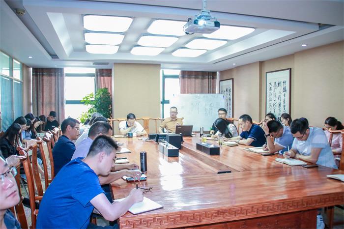 集团高级副总裁张长森主持召开学习分享会